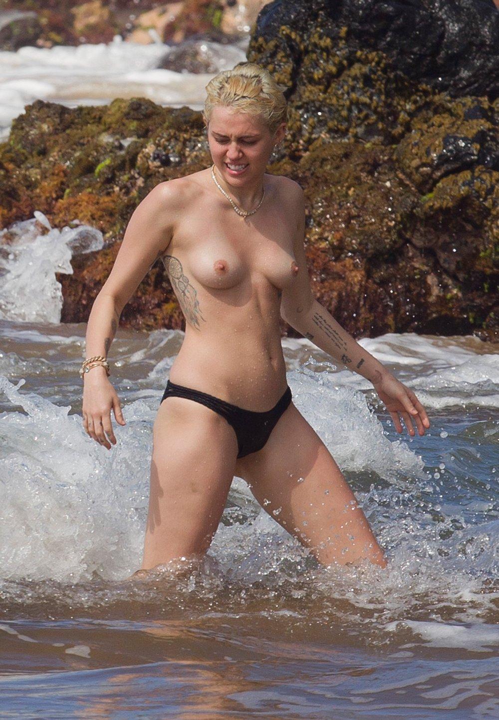 rossiyskie-golie-zvezdi-toples